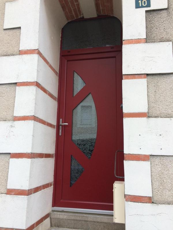 Installation D Une Porte D Entre Pvc Plaxe Rouge Basque  Angers