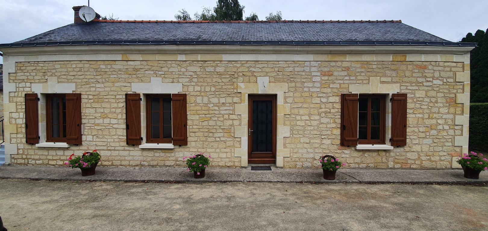 Installation fenêtres et volets PVC coloris chêne doré