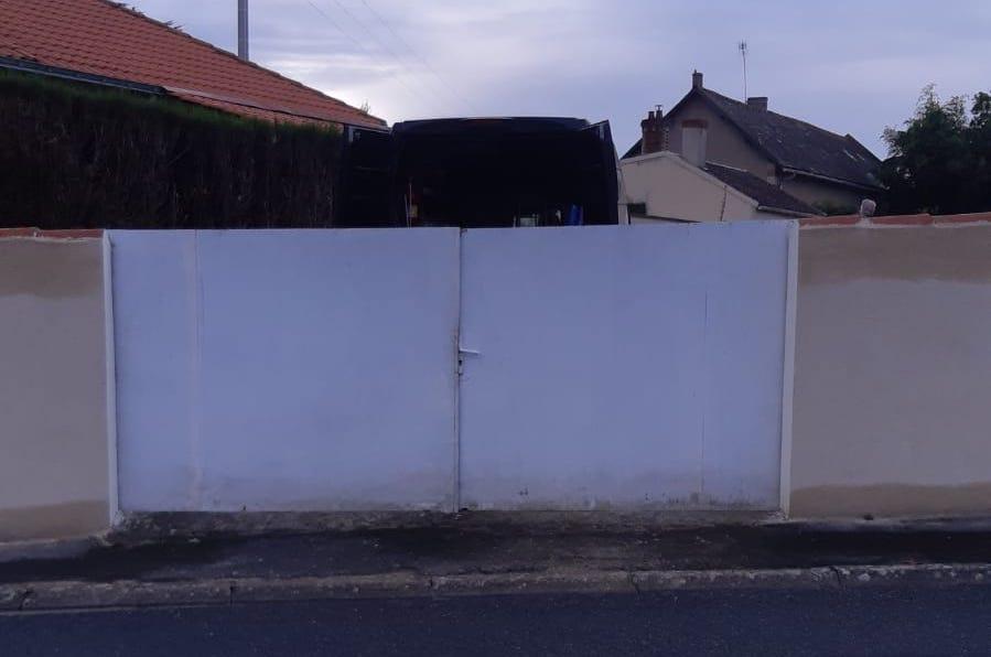 Ancien portail blanc