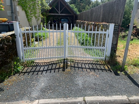 Avant ancien portail blanc